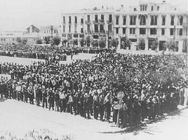 7,000 Jewish men ordered to register for forced labor assemble in Liberty Square in German-occupied Salonika, July 1942.