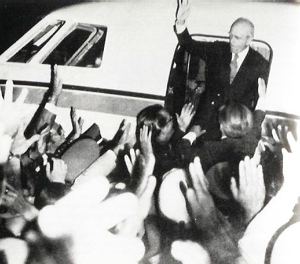 Karamanlis arrives in Athens after the fall of the Junta